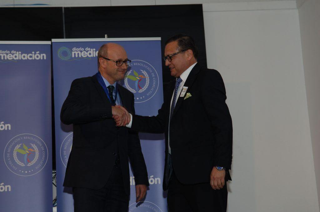 Fernando Rodríguez Prieto recibe la Medalla al Mérito Profesional