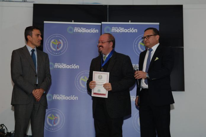 Javier Wilhelm, Medalla al Mérito Profesional
