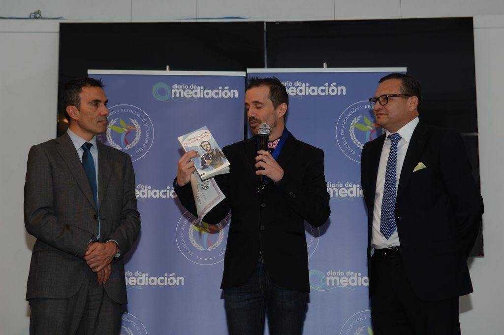 Curro Cañete presenta su libro Una Nueva Felicidad