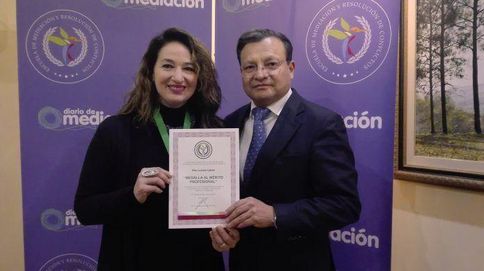 Luciana Cataldi recibe la Medalla al Mérito Profesional