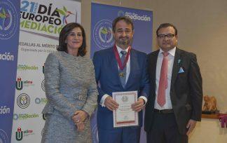 Javier Íscar recibe la Medalla al Mérito Profesional 2019