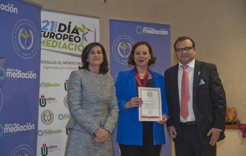 Mª Dolores Seijo recibe la Medalla al Mérito Profesional 2019