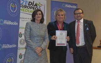Maria Sacasas recibe la Medalla al Mérito Profesional 2019