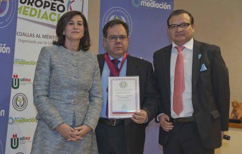 José Antonio Veiga recibe la Medalla al Mérito Profesional 2019