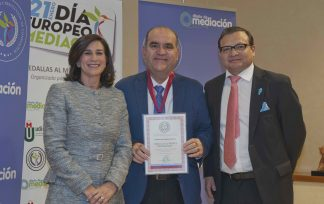 Miguel Ángel Martínez recibe el premio Diario de Mediación