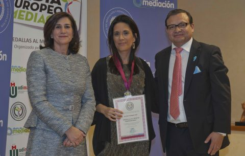 Marivi Rodríguez Tapia, recibe la Medalla de Mediación 2019