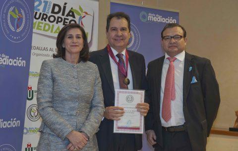 Juan Carlos Martínez Ortega, galardonado con la Medalla de Mediación
