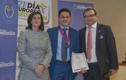 Paco Iglesias de Fundación ATYME recibe la Medalla de Mediación 2019