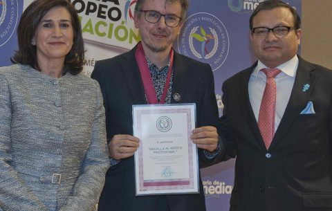 Jose Carnero reconocido por su labor social